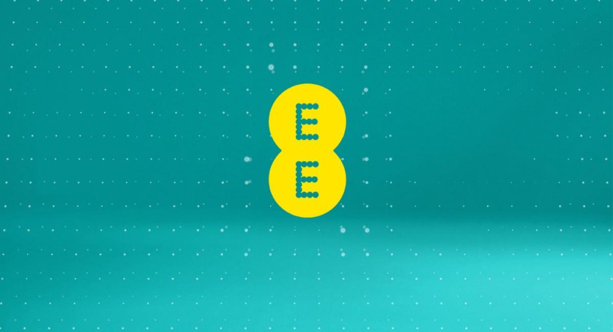 Operator seluler Inggris EE memperkenalkan biaya roaming untuk UE