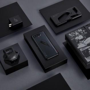 Pro dilengkapi dengan pengisi daya 65W, casing, dan kipas pendingin