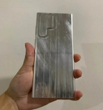 Samsung Galaxy S22 Ultra dummy unit appears in hands-on shots