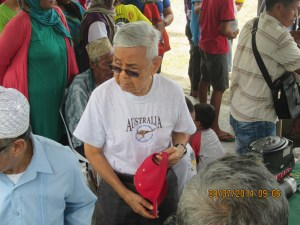 Dr. Vicente Saavedra helping supervise the distribution of goods