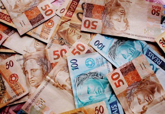 Salário dos servidores públicos entra na mira para bancar auxílio emergencial 2021