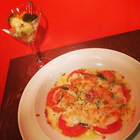トマトとジェノベーゼのチーズグリル
