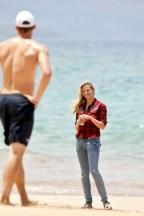 Brooklyn+Decker+wanders+down+beach+Hawaii+75ZVuAu0EqLl