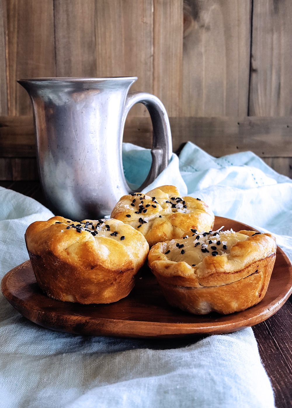 Inspired by Old World recipes, these savory Minced Beef, Bacon & Cheese Hand Pies are rich with sharp cheddar, dried cherries, and fresh thyme and tarragon for a delicious addition to any picnic or potluck. #handpie #pie #pastry #larp #picnic | FeastInThyme.com