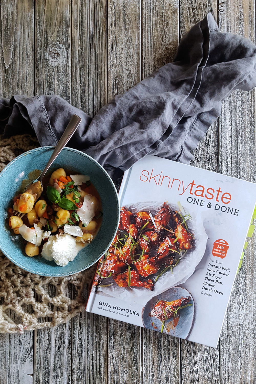 Gina Homolka's Skinnytaste One & Done will help you get a simple & tasty no-fuss dinner on the table any night of the week. #cookbookreview #skinnytaste #healthyrecipe #review | FeastInThyme.com