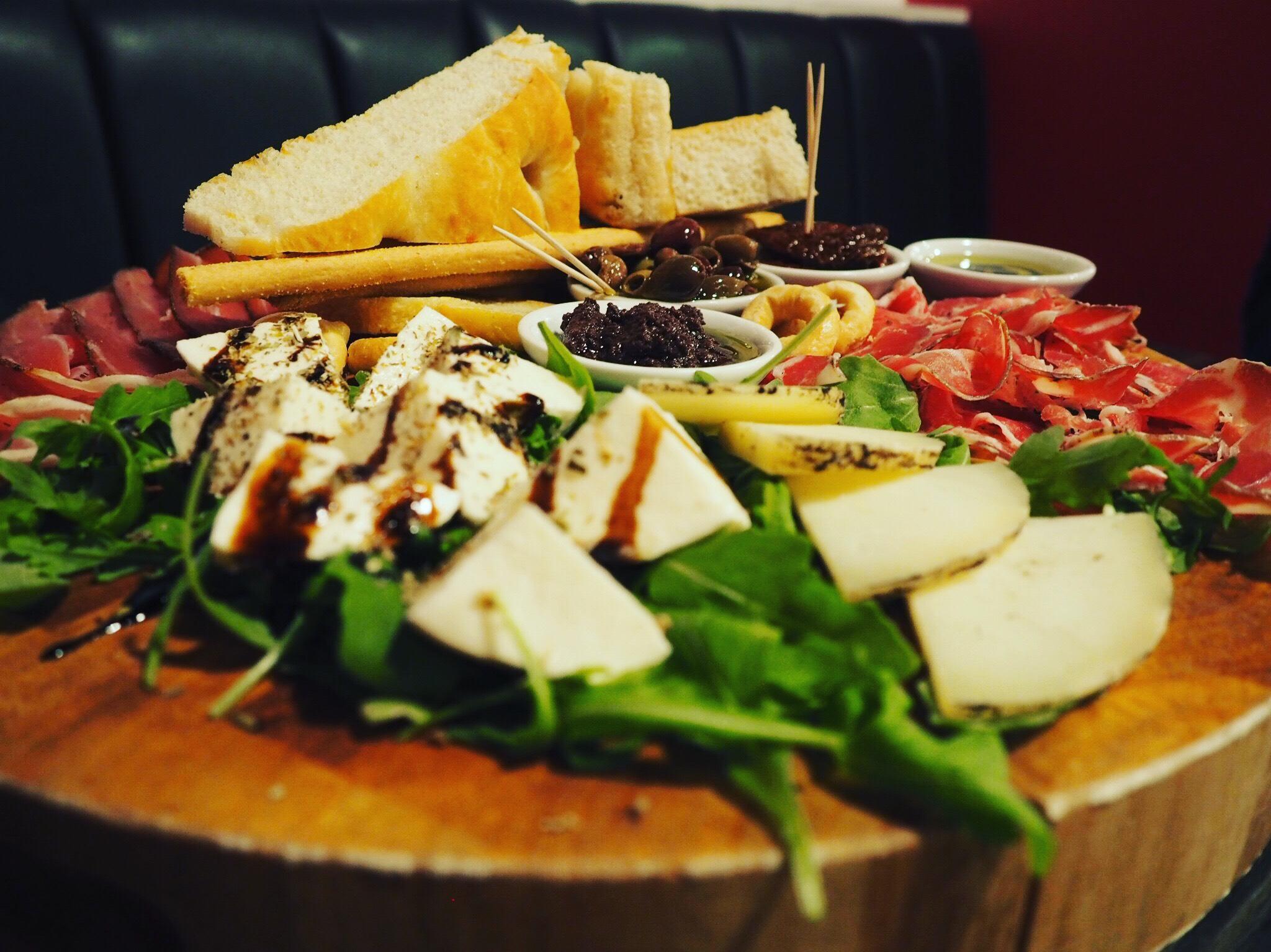 Veeno-York-Meat-Cheese-Platter