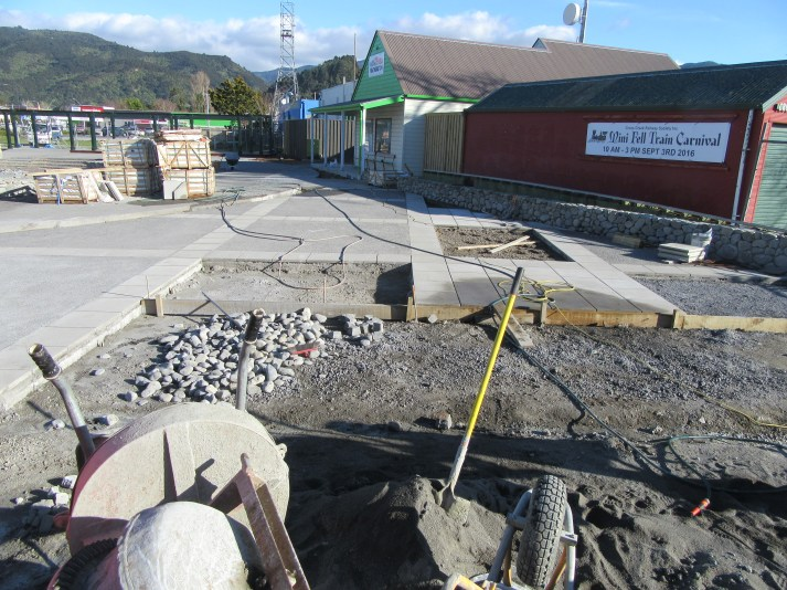 20160901-01_featherston-town-square