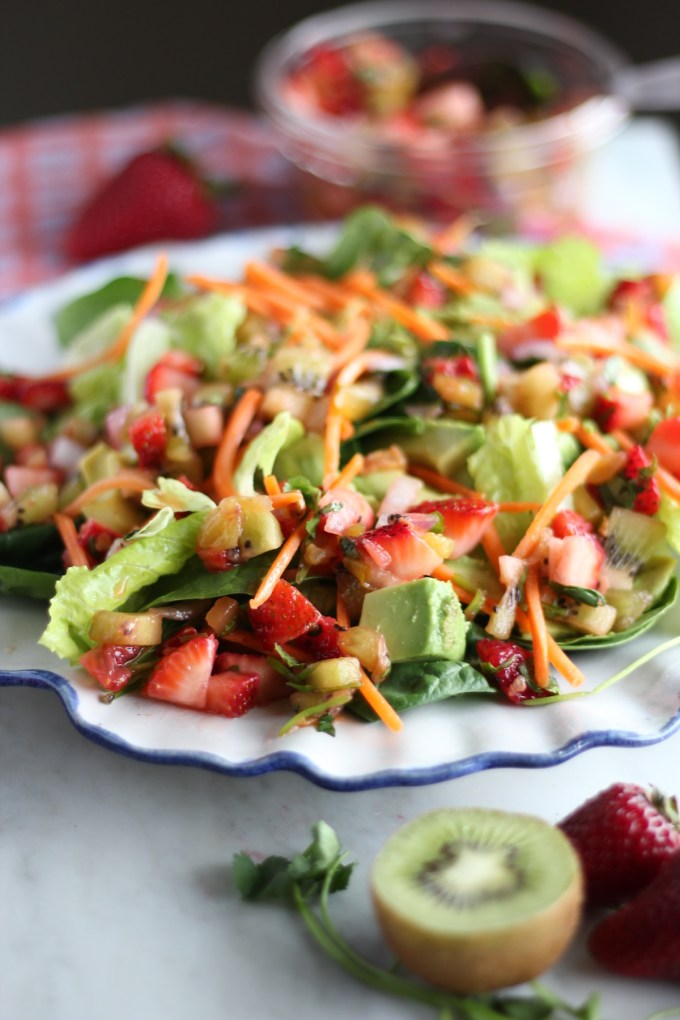 Strawberry Kiwi Salad with Crispy Chicken and Cilantro Vinaigrette - a paleo, dairy-free sweet and savory salad. YUM. | fedandfulfilled.com