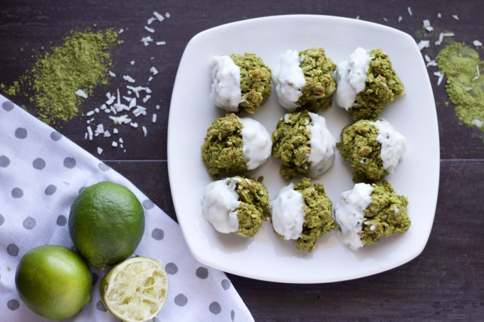 Paleo Matcha Lime Macaroons (AIP) - soft and chewy grain-free and egg-free cookies that are just perfect for Spring! | fedandfulfilled.com