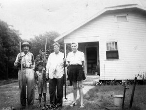 Hewett Family - Clam Diggers: Mr Todd, Danny Orr, Addie Jane, Mrs Orr