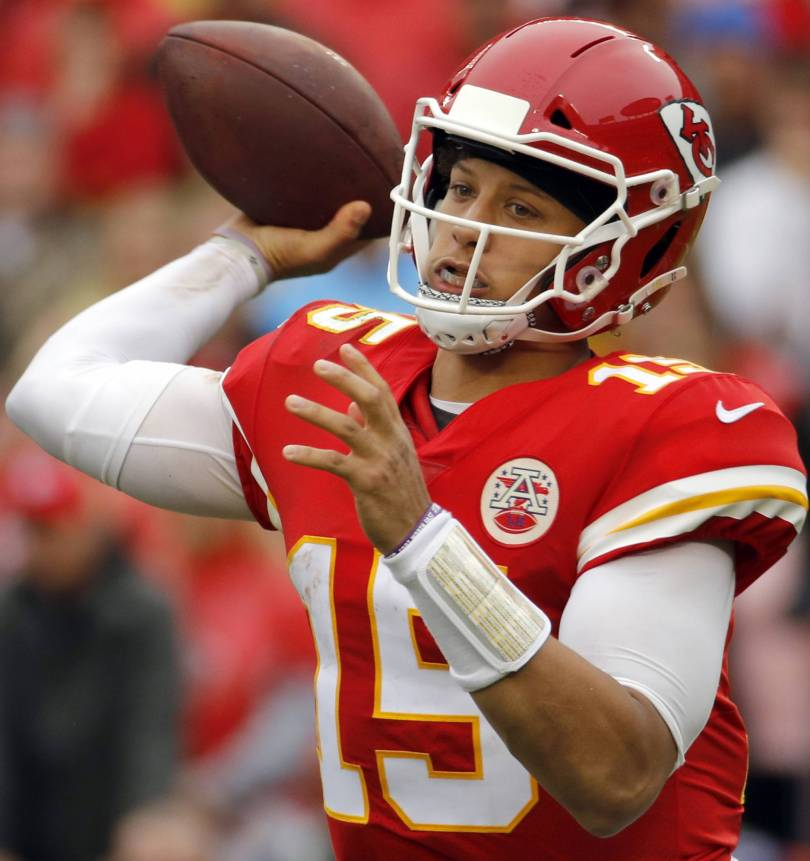 Chiefs Patriots Football 45760 - Undefeated Chiefs, Mahomes await major test in New England
