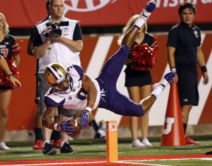 APTOPIX Washington Utah Football 76581 - No. 10 Washington shuts down Utah in 21-7 victory