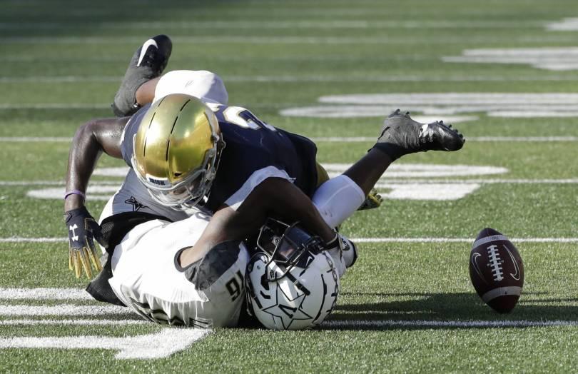 Vanderbilt Notre Dame Football 74011 - No. 8 Notre Dame holds on for 22-17 victory over Vanderbilt
