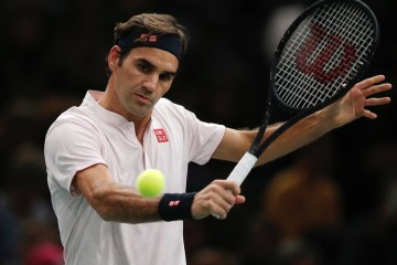 Federer Defeats Fognini at Paris Masters