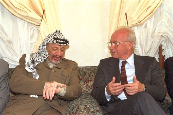 800px-Flickr_-_Government_Press_Office_(GPO)_-_PM_YITZHAK_RABIN_MEETING_WITH_PLO_CHAIRMAN_YASSER_ARAFAT.