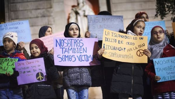 Concentracio-Barcelona-islamofobia_EDIIMA20151214_0013_4
