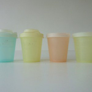 salt et pepper Tupperware vintage
