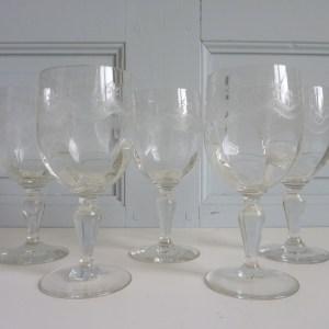 5 verres à pied gravés