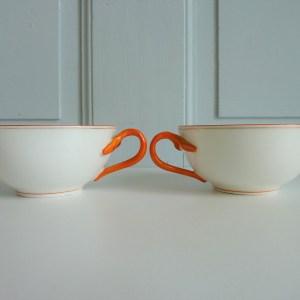 2 tasses anciennes porcelaine blanche anse corail
