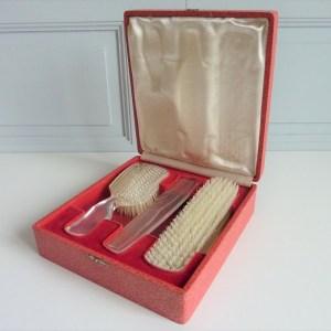 Coffret à brosses et peigne vintage