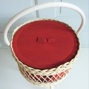 travailleuse vintage scoubidou tressé blanc tissu rouge