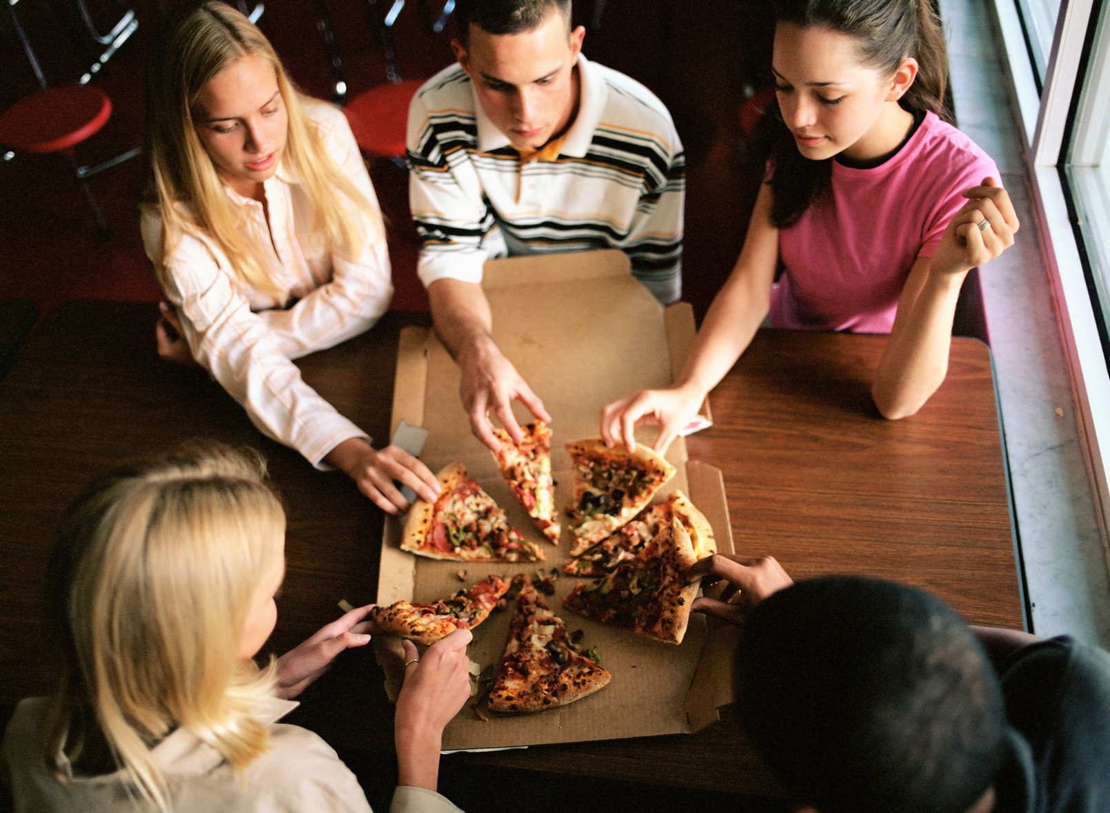 College students eating pizza