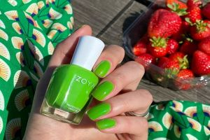 A manicure with ZOYA Link by @mayko_nails