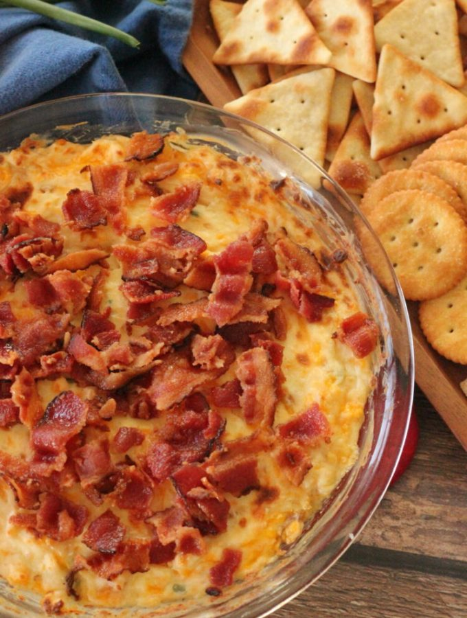 crackers with bacon cheese dip