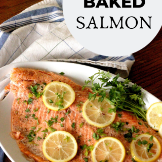 Oven baked salmon with lemon slices