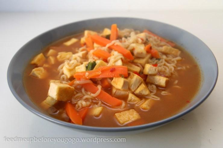 Ramen-Suppe gepimpt mit Möhren und Tofu