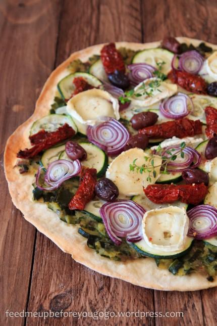 Ducasse_Zucchinipizza mit getrockneten Tomaten und Ziegenkäse-1