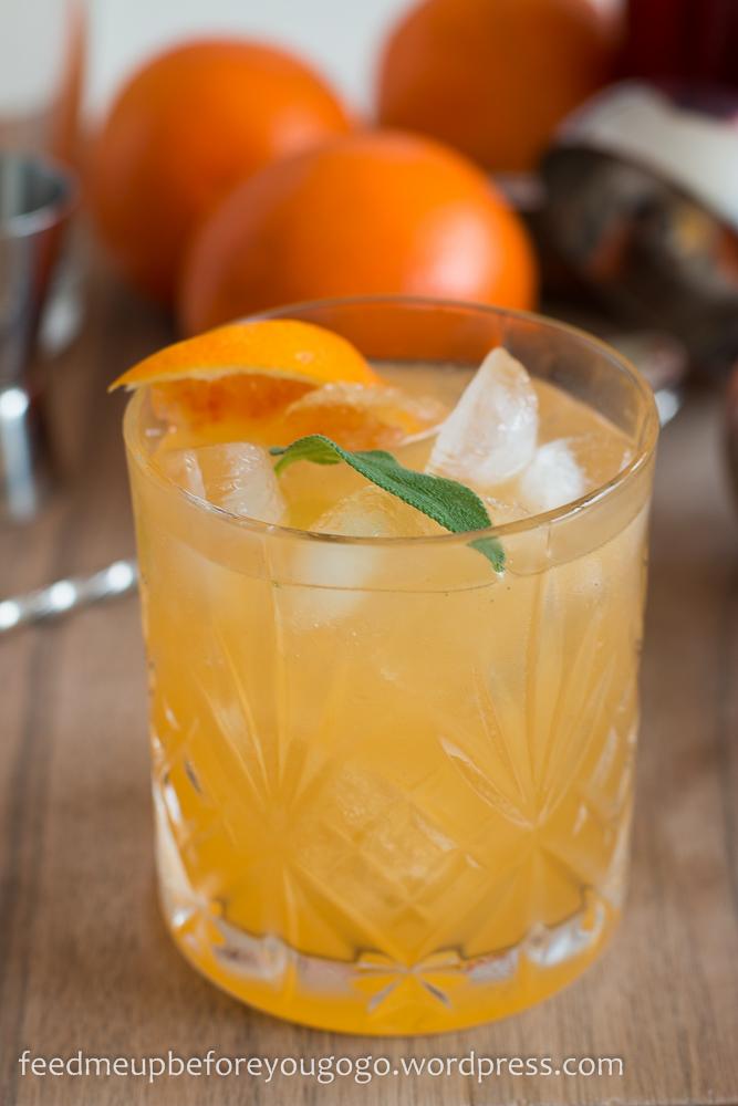 Blutorange-Gin-Cocktail mit Salbei