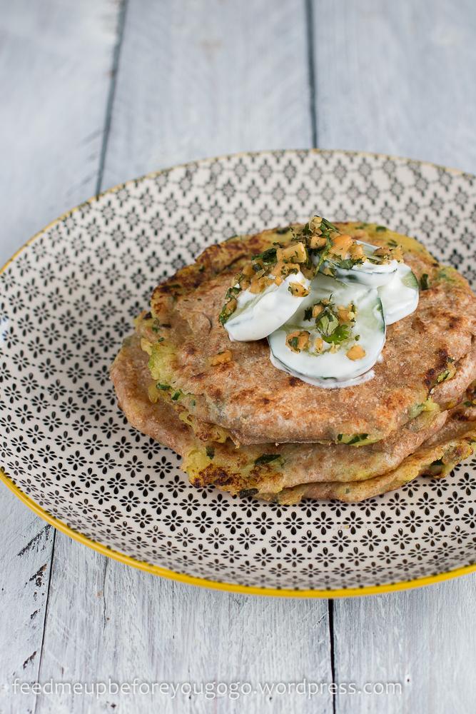 Kartoffel-Bärlauch-Paratha und Gurkensalat mit Kräuter-Nuss-Gremolata Rezept-3