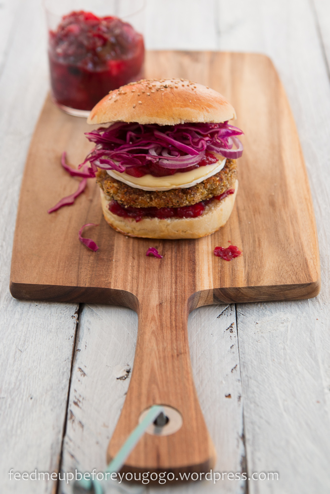 Vegetarischer Winterburger Kürbis-Maronen-Patty Cranberry-Chutney Camembert Rezept Feed me up before you go-go-1