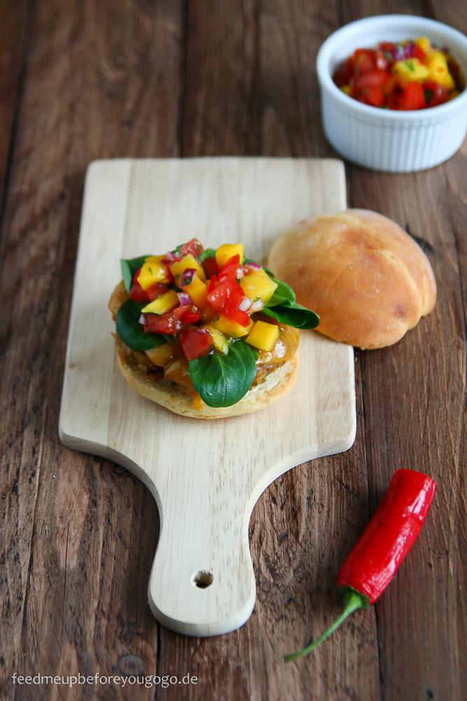Vegetarischer Burger mit Mango-Tomaten-Koriander-Salsa-Rezept-2