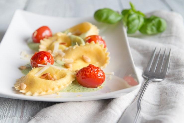 Ziegenkäse-Zitronen-Ravioli mit Ofentomaten und Basilikumschaum Rezept Feed me up before you go-go-1