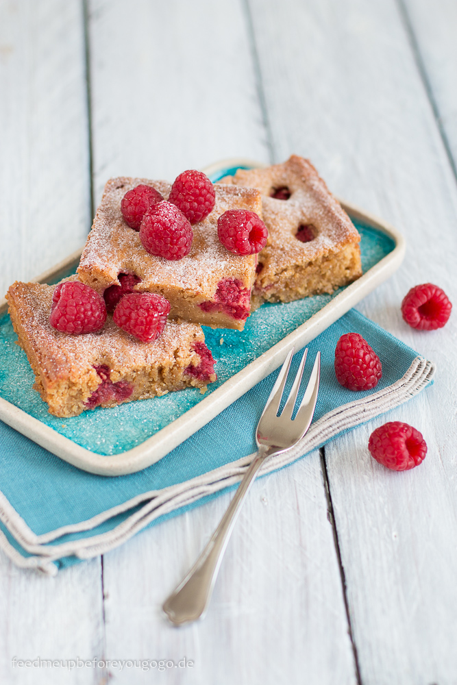 Himbeer-Blondies mit weißer Schokolade Rezept Feed me up before you go-go-2-2