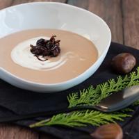 Maronen-Weißwein-Suppe mit Balsamicozwiebeln Rezept