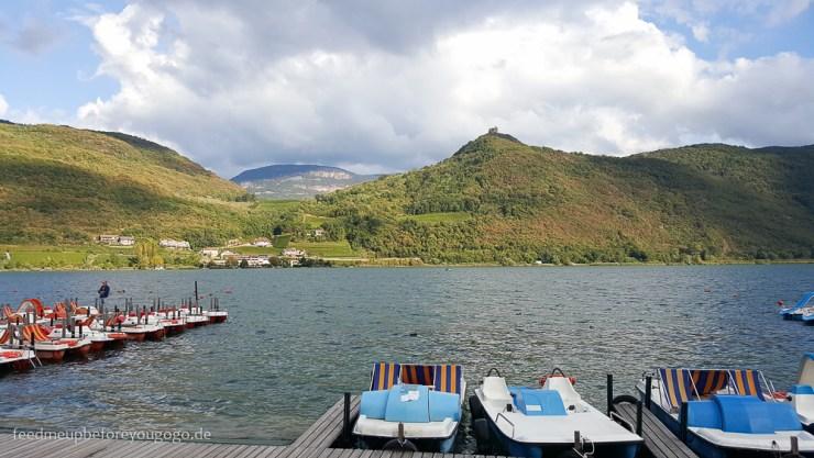 Kaltern am See Boote und Berge Südtirol Italien