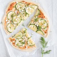 Zucchinipizza mit Feta und Dill