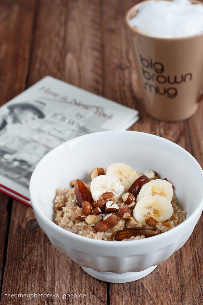 Bananen-Dattel-Porridge mit Honig und gerösteten Mandeln Rezept