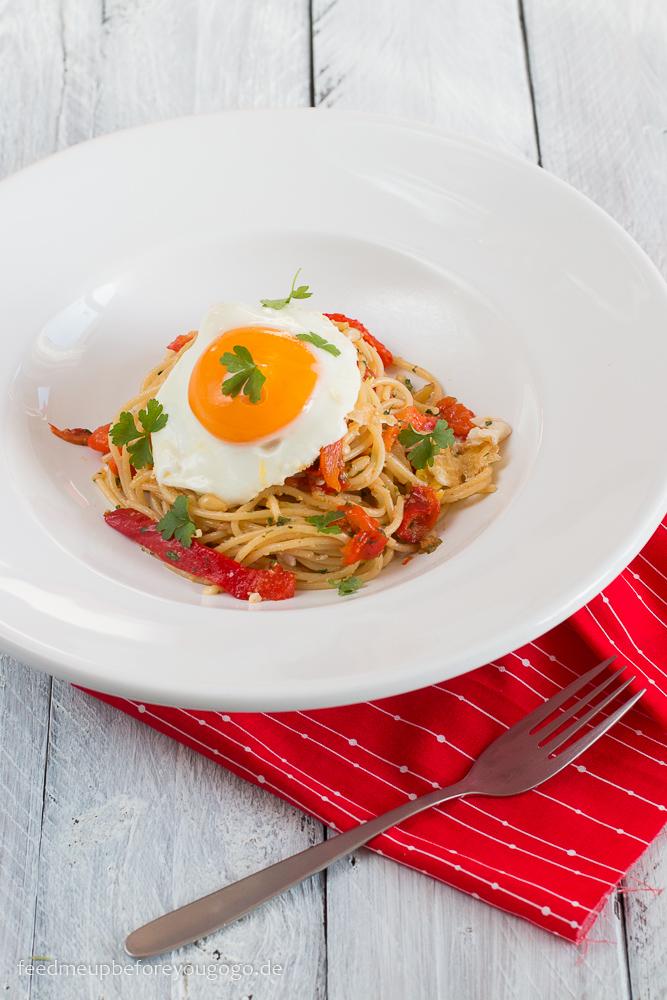 Spaghetti mit Ofenpaprika und Spiegelei Rezept
