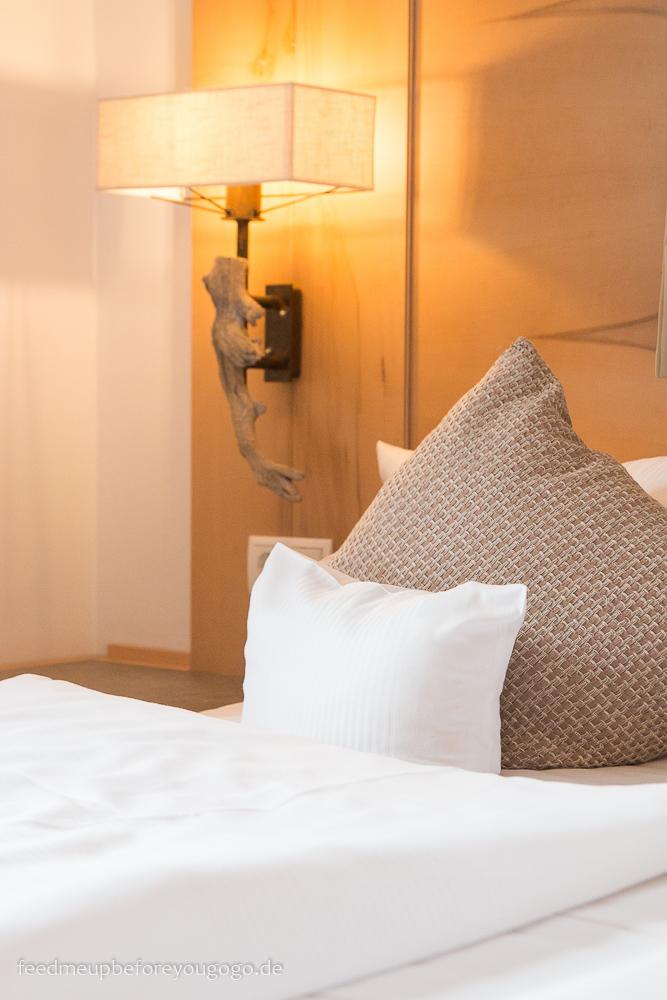 Berghotel Rehlegg Ramsau Suite Alpenmohn Schlafzimmer Winter und Wellness im Berchtesgadener Land