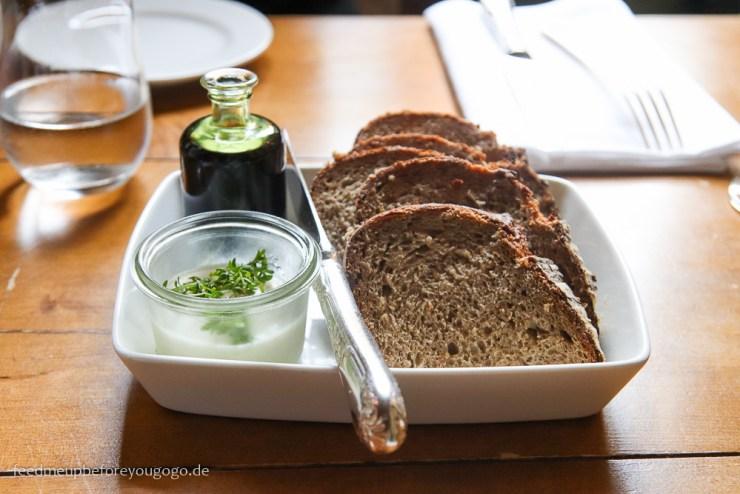 Spargel liebt Silvaner Brot mit Meerrettichaufstrich Zum Ferdinand im Bamberger Haus München