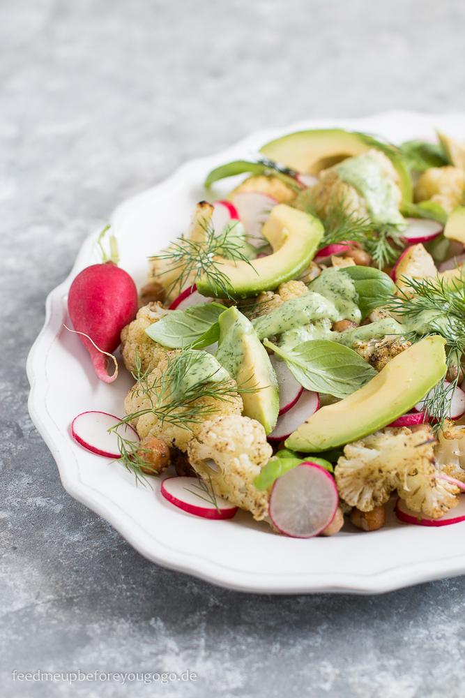 Gerösteter-Blumenkohl-Salat mit Kichererbsen, Radieschen, Dill und Avocadodressing Rezept