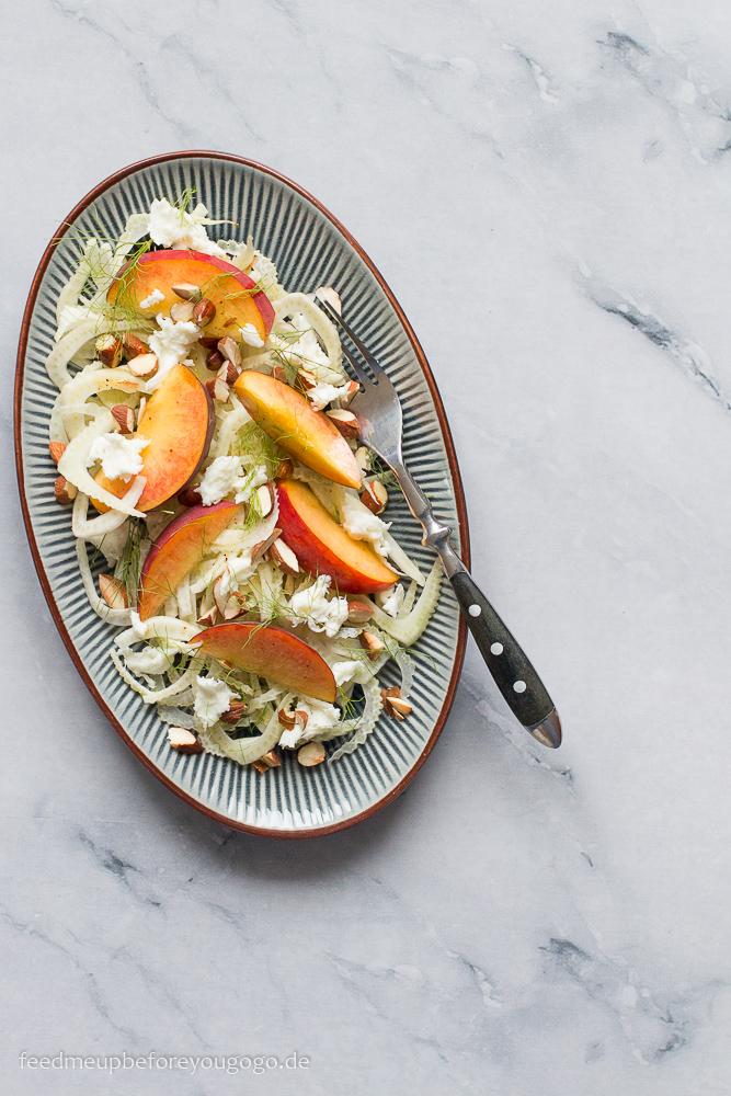 Sommerlicher Fenchel-Pfirsich-Salat mit Büffelmozzarella Rezept