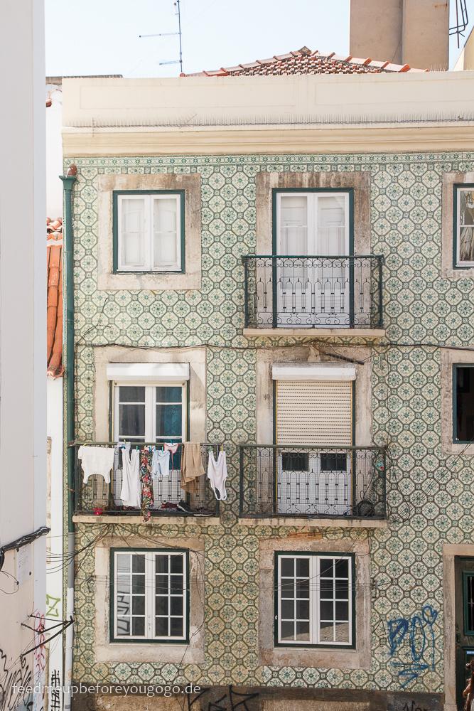 Haus mit grünen Kacheln im Bairro Alto Lissabon Portugal
