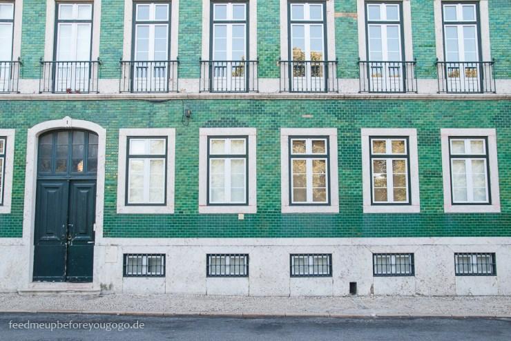 Lissabon kulinarische Tipps grüne Hausfassade