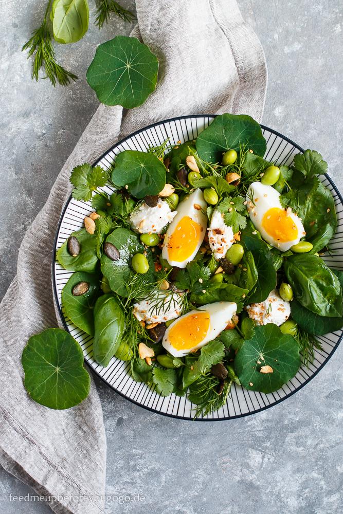 Kräutersalat mit Kapuzinerkresse, Edamame und Ricotta Rezept