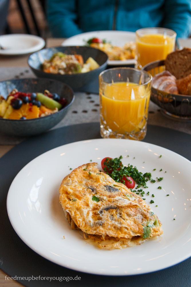 Frühstück im Naturhotel Waldklause im Ötztal, Tirol